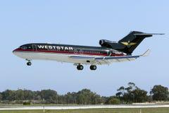 Trevliga gamla 727 som landar Royaltyfria Bilder