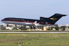 Trevliga gamla 727 som landar Royaltyfri Foto