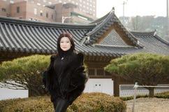 Trevliga unga asiatiska kvinnor Fotografering för Bildbyråer