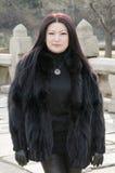 Trevliga unga asiatiska kvinnor på den koreanska bron. Royaltyfri Fotografi