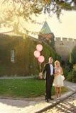 Trevliga unga brölloppar Arkivfoton