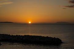 Solnedgång i corfu från saintspiridonacharavi Arkivbilder