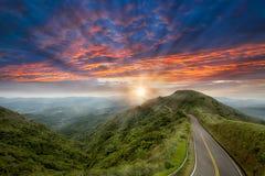 Trevligt berg med trevlig bakgrund Fotografering för Bildbyråer