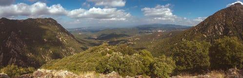 Trevligt härligt spanskt panorama- landskap, berg Montseny royaltyfria foton