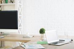 Trevligt kontor med tomma apparater Royaltyfria Foton