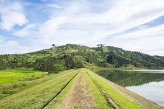 Trevligt landskap, kulle/moutain, sjö Arkivbilder