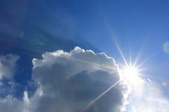 Trevligt solsken i moln Royaltyfri Bild