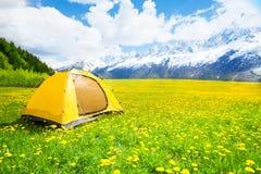 Trevligt ställe för att campa för tält Fotografering för Bildbyråer