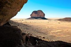 Trevligt ställe som finner skugga - ändlös vidd av öknen - Sahara, Tschad arkivbilder