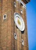 trevligt torn för klocka Arkivfoto