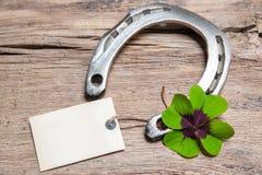 Trevo da ferradura e das quatro folhas com Empty tag Imagem de Stock Royalty Free