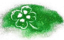 Trevo de quatro folhas abstrato da faísca verde do brilho no branco Fotografia de Stock