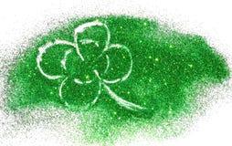 Trevo de quatro folhas abstrato da faísca verde do brilho no branco Fotos de Stock Royalty Free