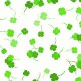 Trevos verdes - fundo do dia do ` s de St Patrick Foto de Stock Royalty Free