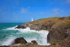 Trevose朝向在Newquay和Padstow之间的灯塔北部康沃尔郡海岸 库存照片