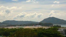 Tráfego do aeroporto internacional de Phuket video estoque