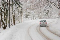 Tráfego em um dia de inverno Fotografia de Stock Royalty Free