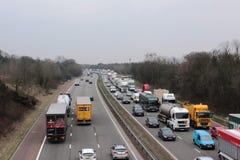 Tráfico congestionado en la autopista de tres vías, Inglaterra Imagen de archivo