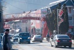 Tráfico de ciudad de Busteni Fotografía de archivo