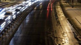 Tráfico de coche de la ciudad de la noche metrajes