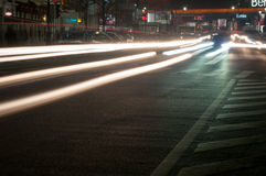 Tráfico de la noche de Bucarest Foto de archivo