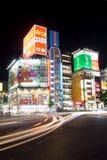 Tráfico de Tokio en la noche Imagen de archivo libre de regalías
