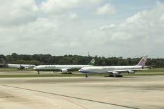 Tráfico en el aeropuerto internacional de Singapur Changi Imágenes de archivo libres de regalías