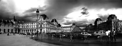 Tráfico ocupado en París Fotos de archivo libres de regalías