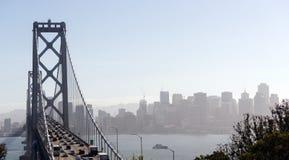 Tráfico San Francisco Transportation de la hora punta del puente de la bahía Foto de archivo libre de regalías