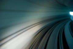 Tráfico urbano del movimiento del túnel Imagenes de archivo