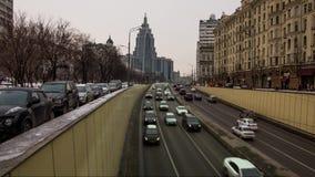 Tráfico urbano en Moscú almacen de metraje de vídeo