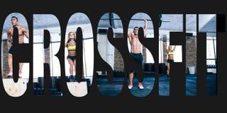 Trägt Fotos in Form von dem Wort crossfit zur Schau Lizenzfreie Stockfotografie
