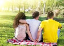 Triángulo de amor en parque Fotografía de archivo