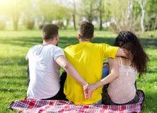 Triángulo de amor en parque Fotos de archivo