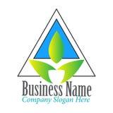 Triángulo moderno simple con la inspiración del diseño del logotipo de la hoja ilustración del vector