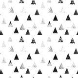Triángulos negros texturizados Modelo inconsútil Fotografía de archivo