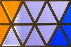 Triângulos coloridos do fundo do triângulo, os alaranjados e os azuis imagens de stock