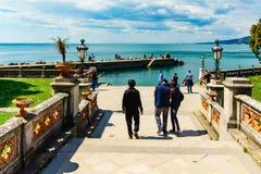 Triëst, Italië - 29 April 2017: De manier aan de Miramare-Haven Royalty-vrije Stock Foto