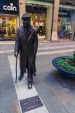 Triëst, Italië - 29 April 2017: Umberto Saba-beeldhouwwerk in Triëst ` s de stad in Stock Afbeeldingen