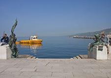 Triëst, Italië - overzeese van de stadswaterkant promenade Le Rive Stock Fotografie