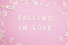 Tri de l'automne de lettres dans l'amour sur le rose Images libres de droits