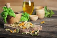 Tri-gekleurde Deegwaren en Olive Oil Royalty-vrije Stock Afbeeldingen