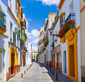 Triana barriofasader i Seville Andalusia Spanien Arkivfoton