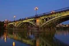 Triana bro, den äldsta bron av Seville Arkivfoto