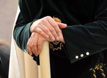 Triana nazarene, mężczyzna ręki, bractwo nadzieja, Święty tydzień w Seville, Andalusia, Hiszpania Zdjęcie Royalty Free