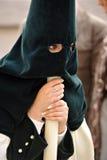 Triana nazarene, ono przygląda się i ręki kobiety, Święty tydzień w Seville, Andalusia, Hiszpania Obrazy Stock