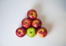 Triangel av äpplen Royaltyfri Bild