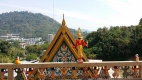 Triangel av en tempeldörr Royaltyfri Foto