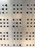 Triangle et trous ronds sur le morceau de fer photo stock