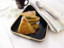 Triangles de pâtisserie de Filo photos stock